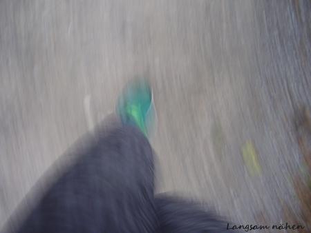 Verwischtes Bild von laufenden Beinen